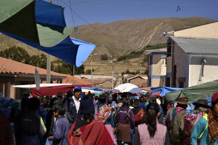 Folla al Mercato di Tarabuco vicino Sucre in Bolivia