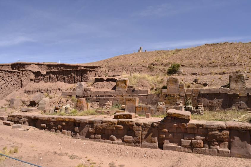Resti delle piramidi boliviane a Tiwanaku in Bolivia