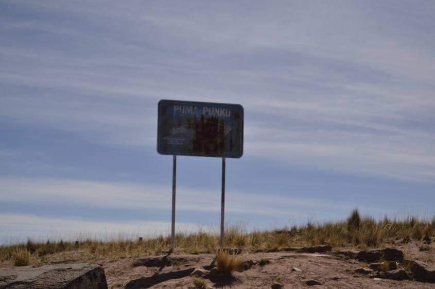 Cartello d'ingresso a Puma Punku a Tiwanaku in Bolivia