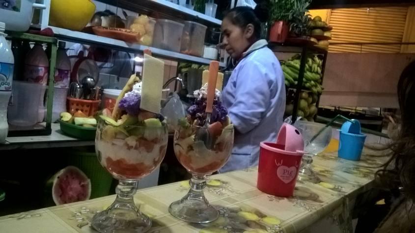 Macedonia con gelato al Mercato Centrale di La Paz in Bolivia