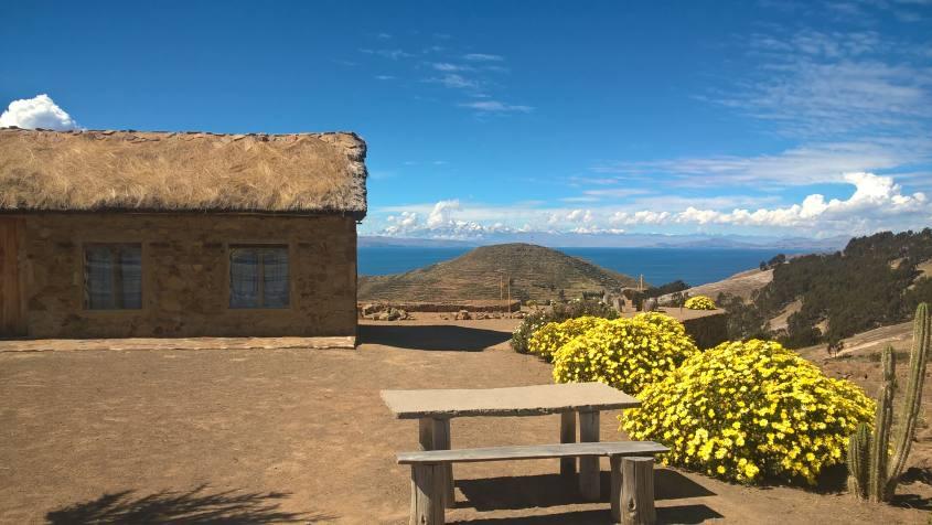 Paesaggi e panorami sul Lago Titicaca nella parte sud dell'Isla del Sol in Bolivia