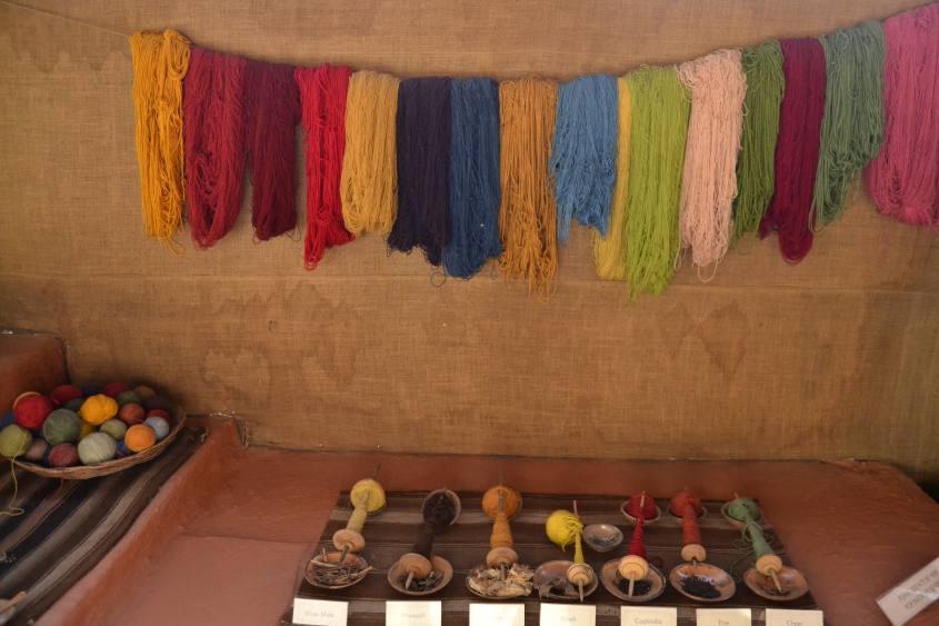 Coloranti naturali per la lana di alpaca a Mundo Alpaca ad Arequipa