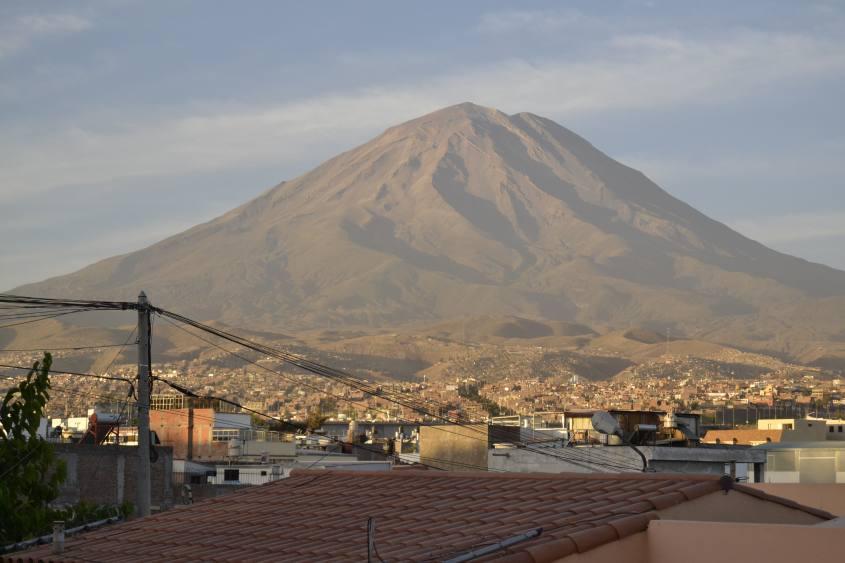 Il Vulcano Misti visto da Arequipa in Perù