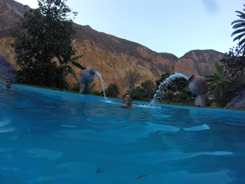 Piscina dell'oasi all'interno del Canyon del Colca in Perù