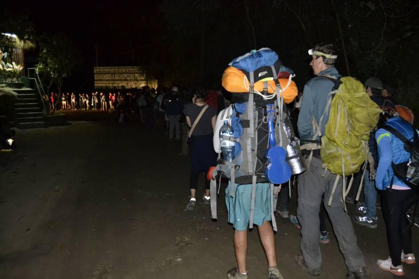 In fila per salire a Machu Picchu
