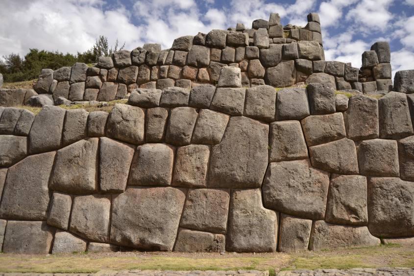 Mura di enormi pietre a Sacsayhuaman a Cusco