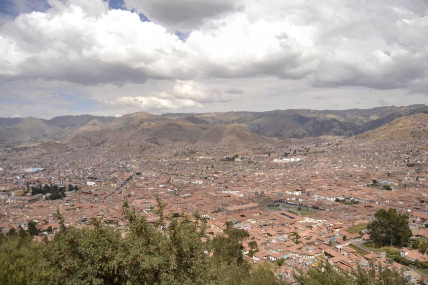 Vista su Cusco dalla statua del Cristo Blanco di Cusco in Perù
