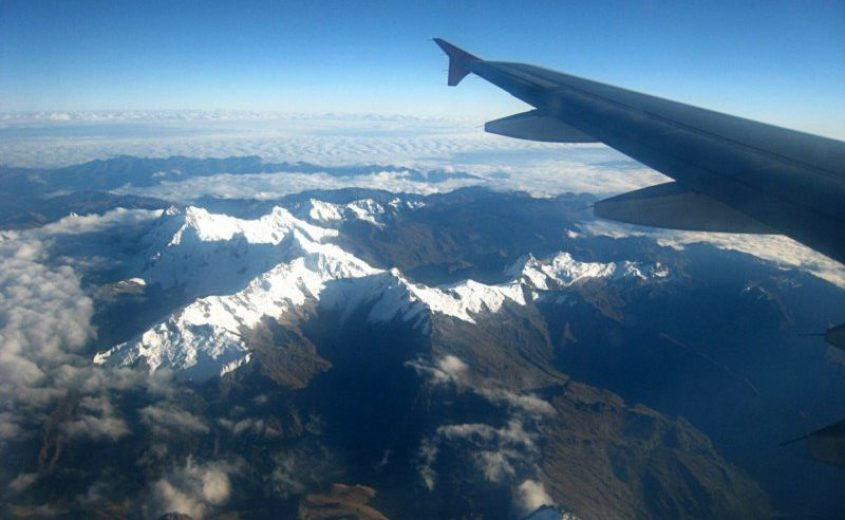 Vista delle Ande dall'aereo da Cusco a Lima in Perù