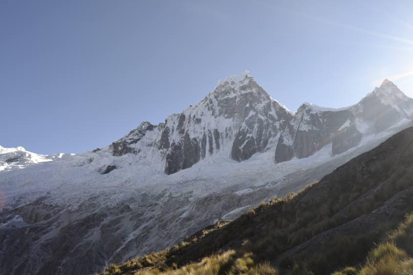 Vista del ghiacciaio di Punta Union durante il trekking Santa Cruz in Perù
