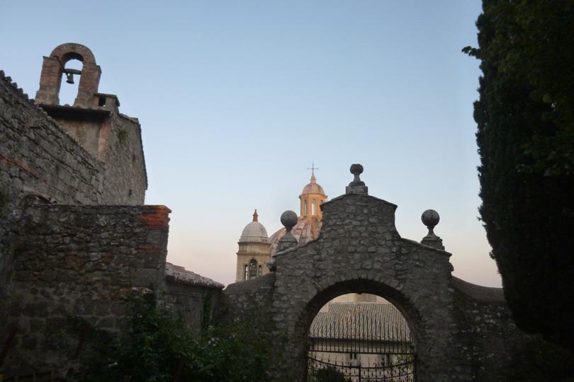 Ingresso al Giardino della Rocca dei Papi