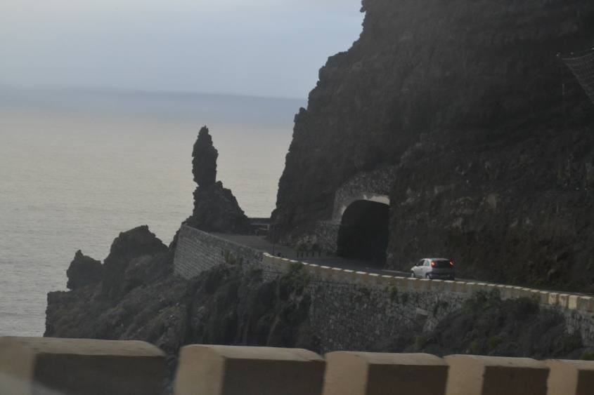 La stada che conduce al faro di Punta Teno a Tenerife