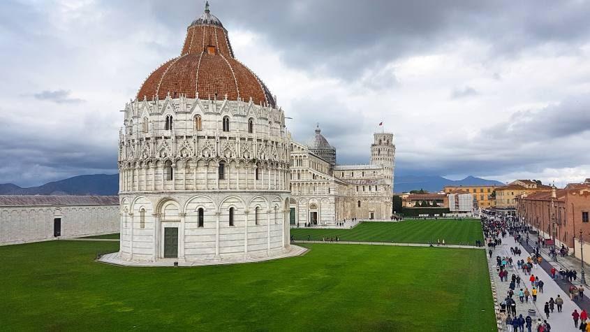 Vista di Piazza dei Miracoli da Le Mura di Pisa