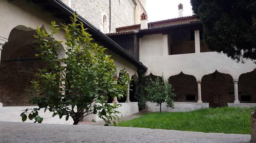 Chiostro di San Francesco a Gargnano sul lago di Garda