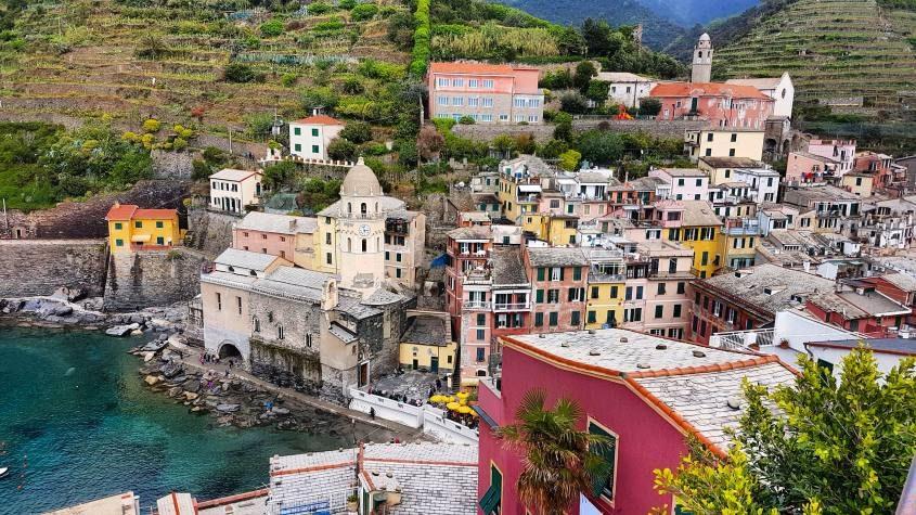 Vista di Vernazza dalla torre del castello di Doria alle Cinque Terre