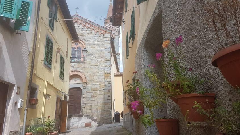 Vicoli nel borgo di Piantravigne nel Valdarno