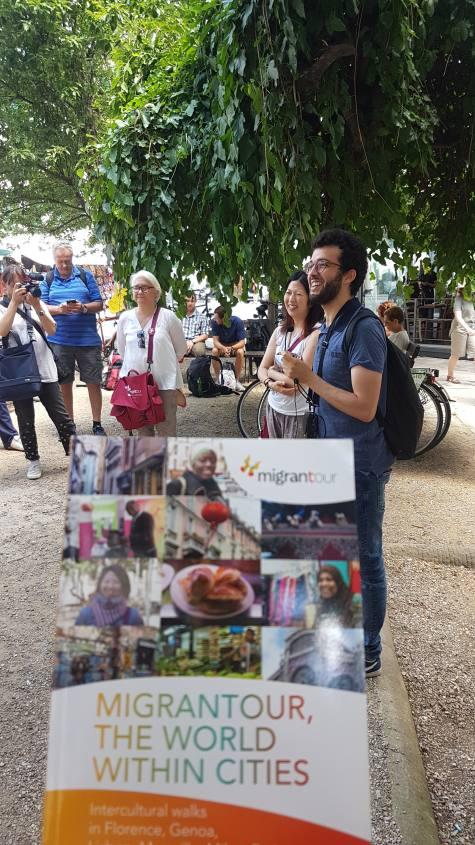 Migrantour e gli accompagnatori stranieri durante il tour di Firenze