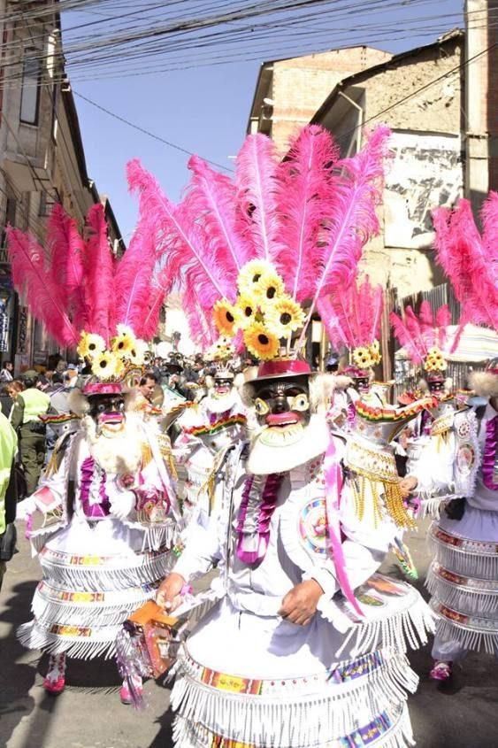 """Sfilata in maschera per il patrono di La Paz """"El Gran Poder"""" in Bolivia"""