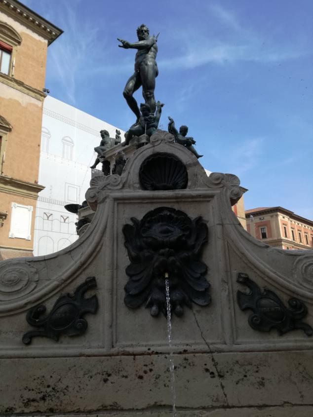 Statua di Poseidone nella Piazza del Nettuno di Bologna