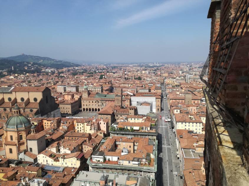 """Vista su Bologna """"La Rossa"""" dalla cima di Torre degli Asinelli"""
