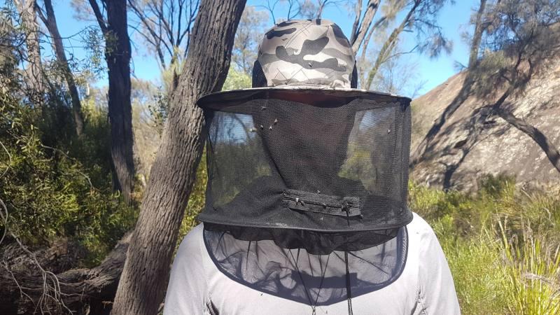 Cappello con retina per mosche
