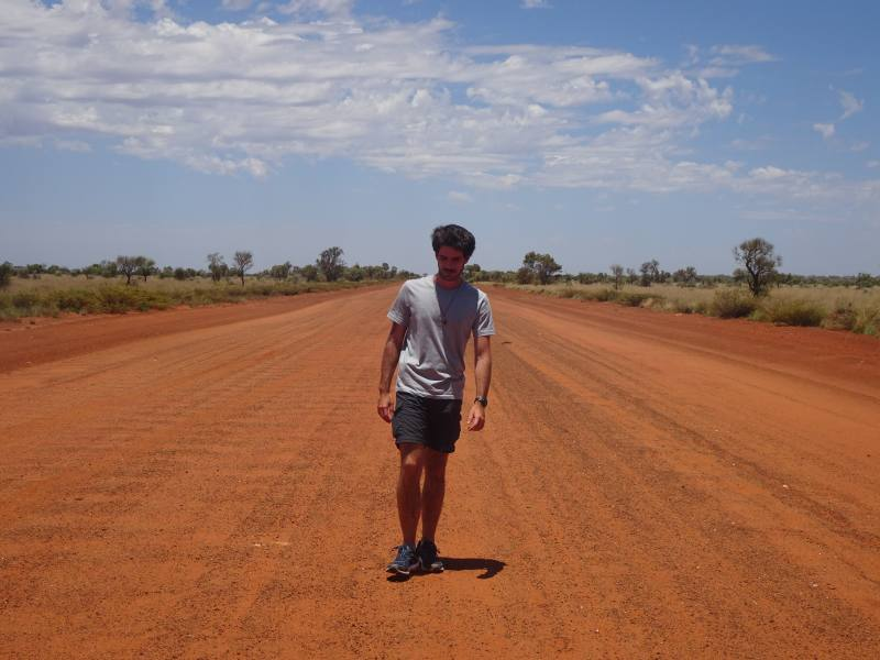 Strada di terra rossa nel cuore dell'Australia: la Great Central Road