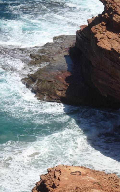 """Percorso da trekking """"Bigurda Trail"""", con tanto di cuore scavato nella roccia nel tratto costiero di Kalbarri"""