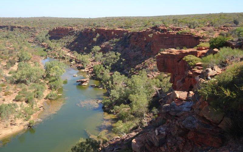 Punto panoramico con roccia sospesa Hawks Head Lookout dentro il Parco Nazionale Kalbarri in Western Australia