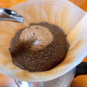 ハンドドリップ コーヒー抽出している様子