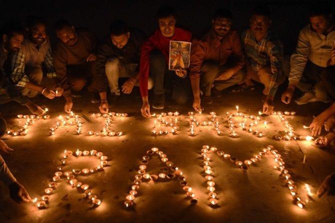 الهندوس يحتفلون بعد قرار المحكمة