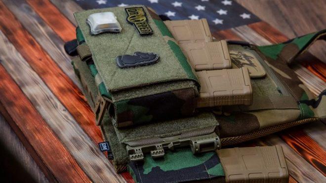 Defense Mechanisms: Un nuevo jugador en nylon táctico