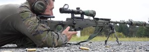 Cómo usar la mira telescópica de un rifle