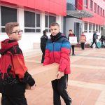 Nxënësit e klasës së 7D ndihmojnë 5 familje të prekura nga tërmeti në fshatin Ndroq