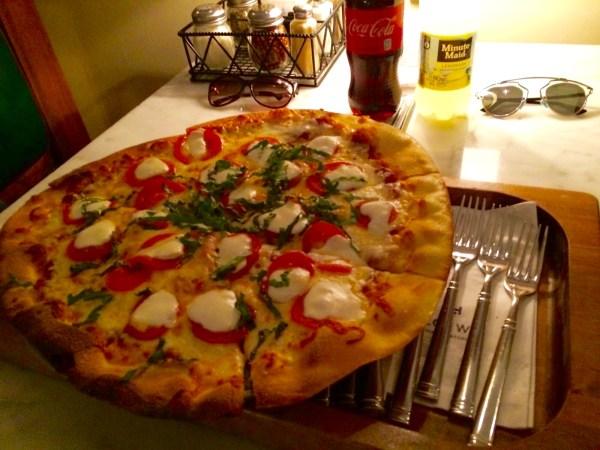 Pizza Margherita do Sal's Market Deli. (Foto: Aline Maróstica)