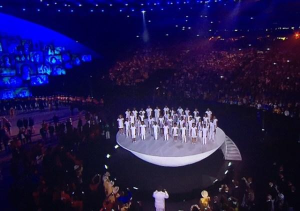 Execução do Hino Olímpico.