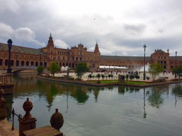 A imponente Plaza de España (Foto: Alessandra Maróstica)