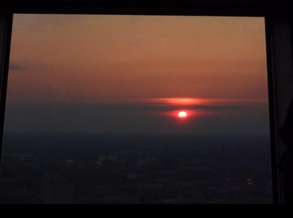 Pôr do sol visto da Berliner Fernsehturm. (Foto: Alessandra Maróstica)