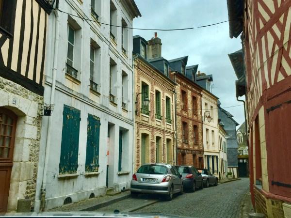 Ruas de Honfleur. (Foto: Blog Tirando Férias)