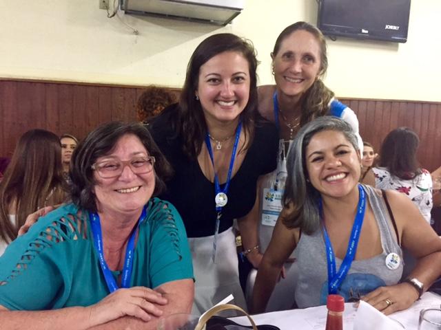 """Com as blogueiras Cyntia do blog """"A Fragata Surprise"""", Ana do blog """"Viagens Bacanas"""" e Nívia do blog """"Viagens Invisíveis"""". Foto: CAFF - Blog Tirando Férias"""