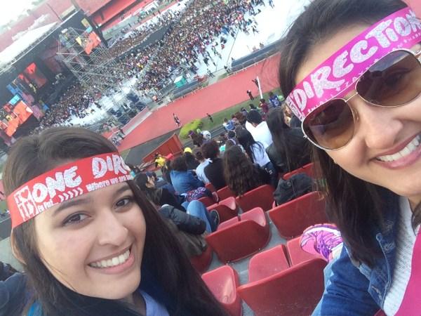 Eu e minha filha Aline aguardando o início do show da banda One Direction, realizado no estádio do Morumbi no dia das mães de 2014. Foto: AMF / Blog Tirando Férias