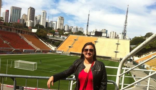 Durante a visita ao Museu do Futebol, é possível tirar fotos do gramado do Estádio do Pacaembu. Foto: ACMF / Blog Tirando Férias