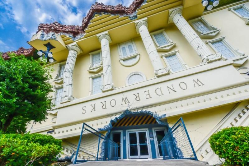 WonderWorks - Visitando a casa invertida de Orlando