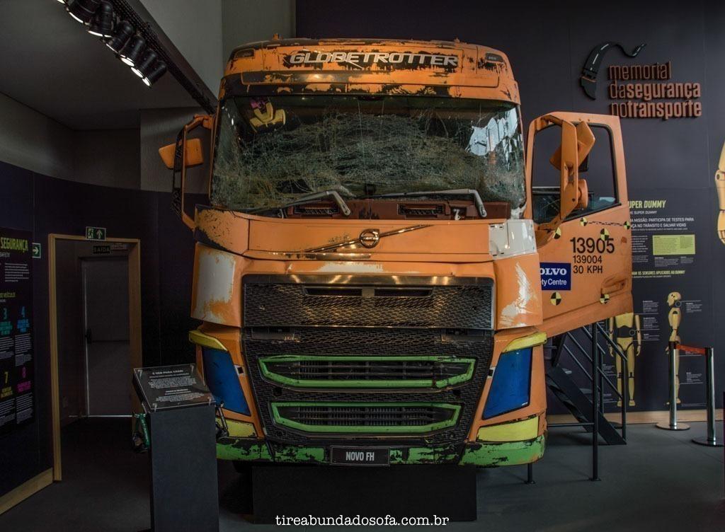 Caminhão Volto, utilizado em teste de batida, no memorial da segurança no transporte, em Curitiba, paraná