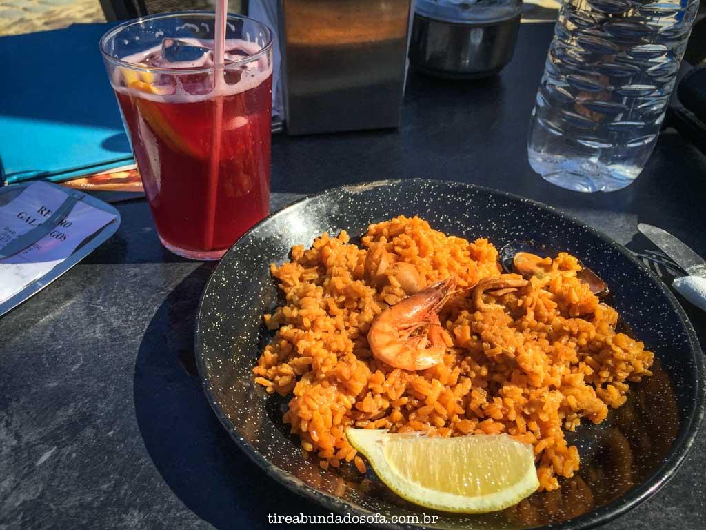 Primeira Paella que comi da Espanha, acompanhada de uma boa sangria, em Madrid, na Espanha