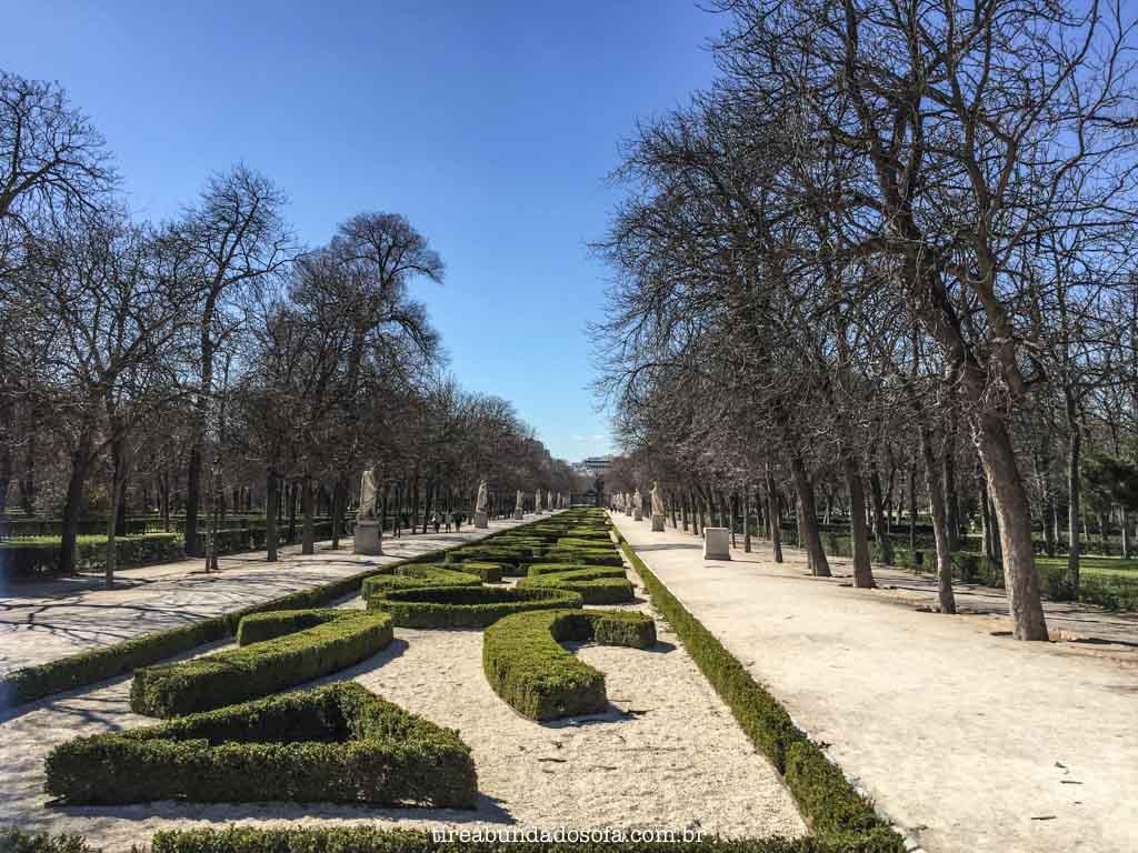 Os caminhos do Parque de El Retiro, em Madrid, Espanha