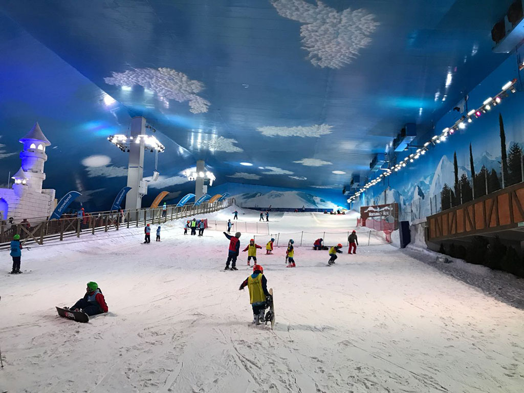 Pista de esqui no parque de neve de Gramado