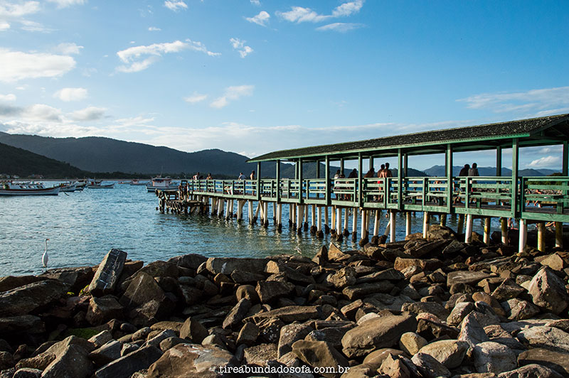 Trapiche da Praia da Armação, de onde sai o barco para a ilha do campeche