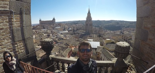 foto do alto da torre da catedral de toledo, espanha