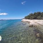 praia de água cristalina em Zadar, Croácia