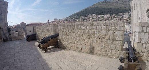 canhões na muralha de dubrovnik, croácia