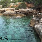 piscina natural com águas cristalinas em hvar, croácia